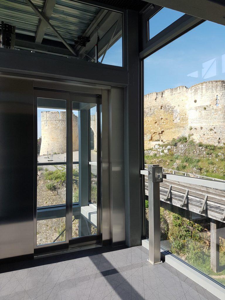 ascenseur medium pylône panoramique vitré falaise