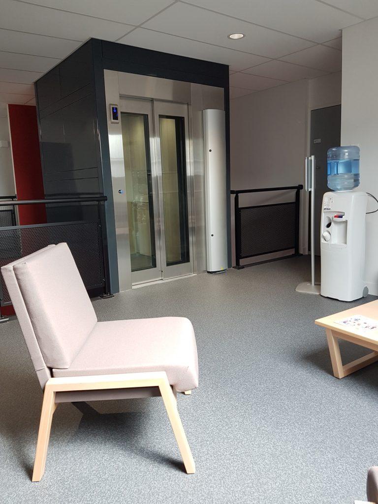 Installation d'un ascenseur à la Maison de l'enfance et de la famille de Lillebonne (76)