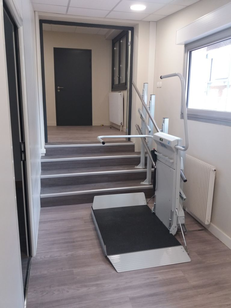 plateforme élévatrice lehner monte escalier oblique pmr
