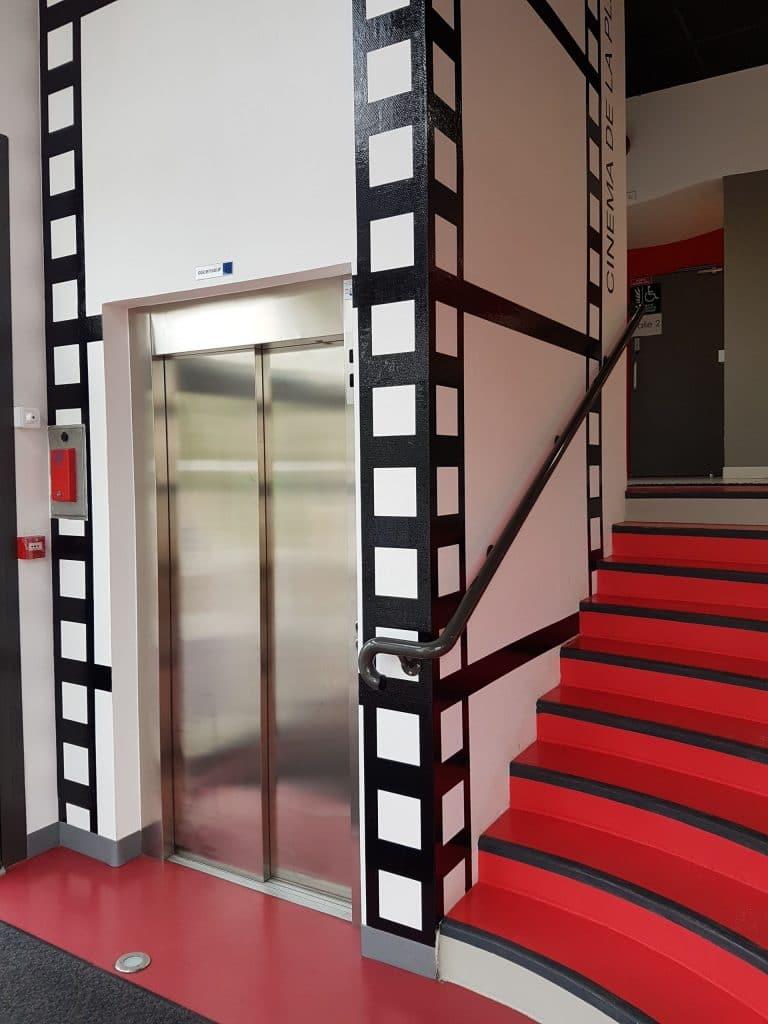 Ascenseur dans un cinéma à Hauteville-sur-Mer (50)