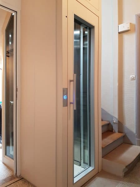 Ascenseur vitré en copropriété