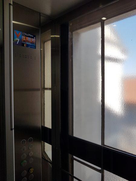 Ascenseur sur-mesure en pylône vitré (92)