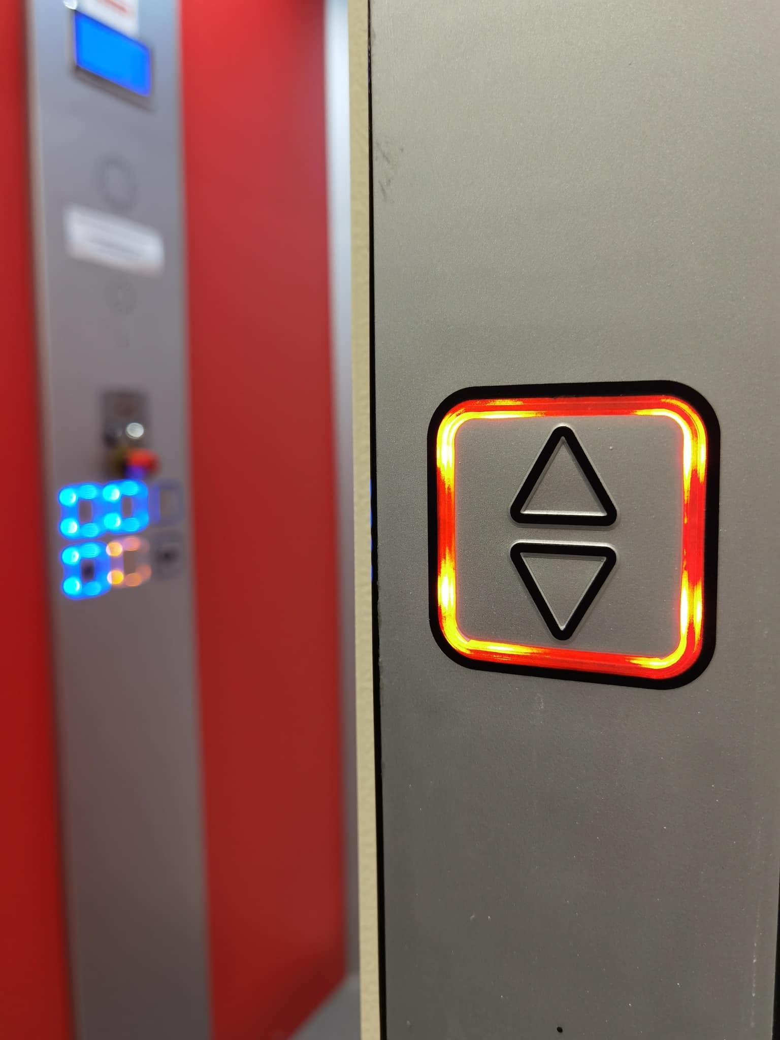 Bien choisir entre un élévateur et un ascenseur pour sa maison